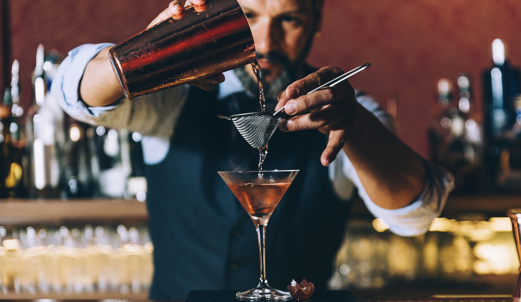 Bartender vs Mixologist
